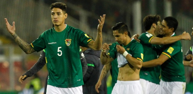 Nelson Cabrera (camisa 5) foi o pivô da punição à seleção boliviana