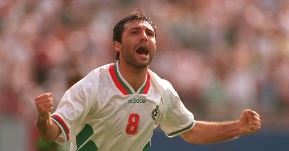 O búlgaro Hristo Stoichkov comemora gol durante a Copa de 1994