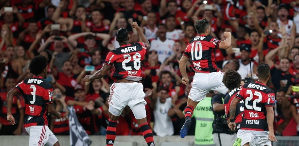 Jogadores do Flamengo vibram com estreia vitoriosa no Maracanã