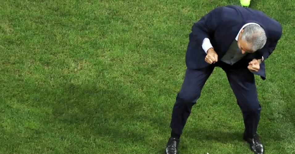 Tite vibra com gol brasileiro contra o Paraguai