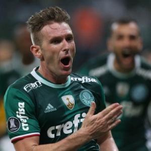 Fabiano comemora o gol contra o Peñarol; lateral era criticado quando selou a vitória