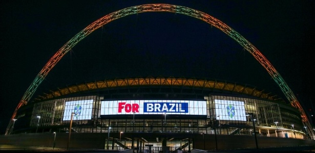Estádio se iluminou nas cores de times que já atuaram lá - inclusive a seleção brasileira