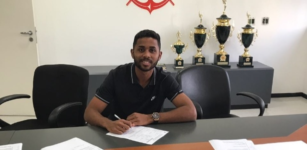 Rodrigo Sam assinou novo contrato com o Corinthians nesta quarta - Arquivo Pessoal
