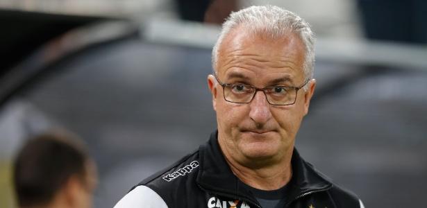 Dorival Júnior foi demitido pelo Santos após a derrota para o Corinthians