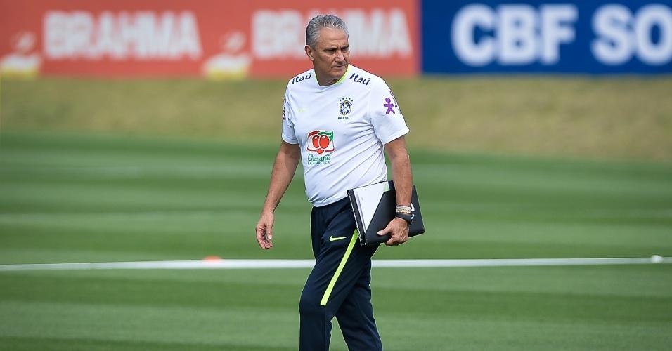 Tite comanda treino da seleção brasileira na Granja Comary