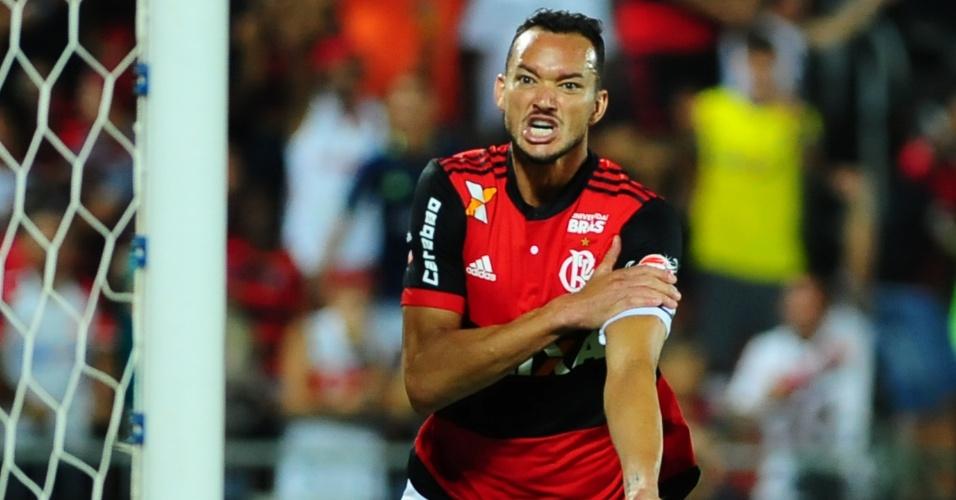 Réver comemora gol do Flamengo contra o Bahia