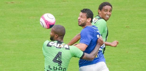 Fred tenta cabeceio em um dos 33 cruzamentos do Cruzeiro contra o América-MG
