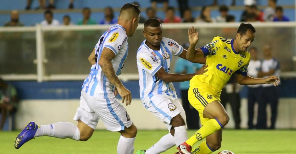 O atacante Geuvânio em lance do jogo entre Macaé e Flamengo