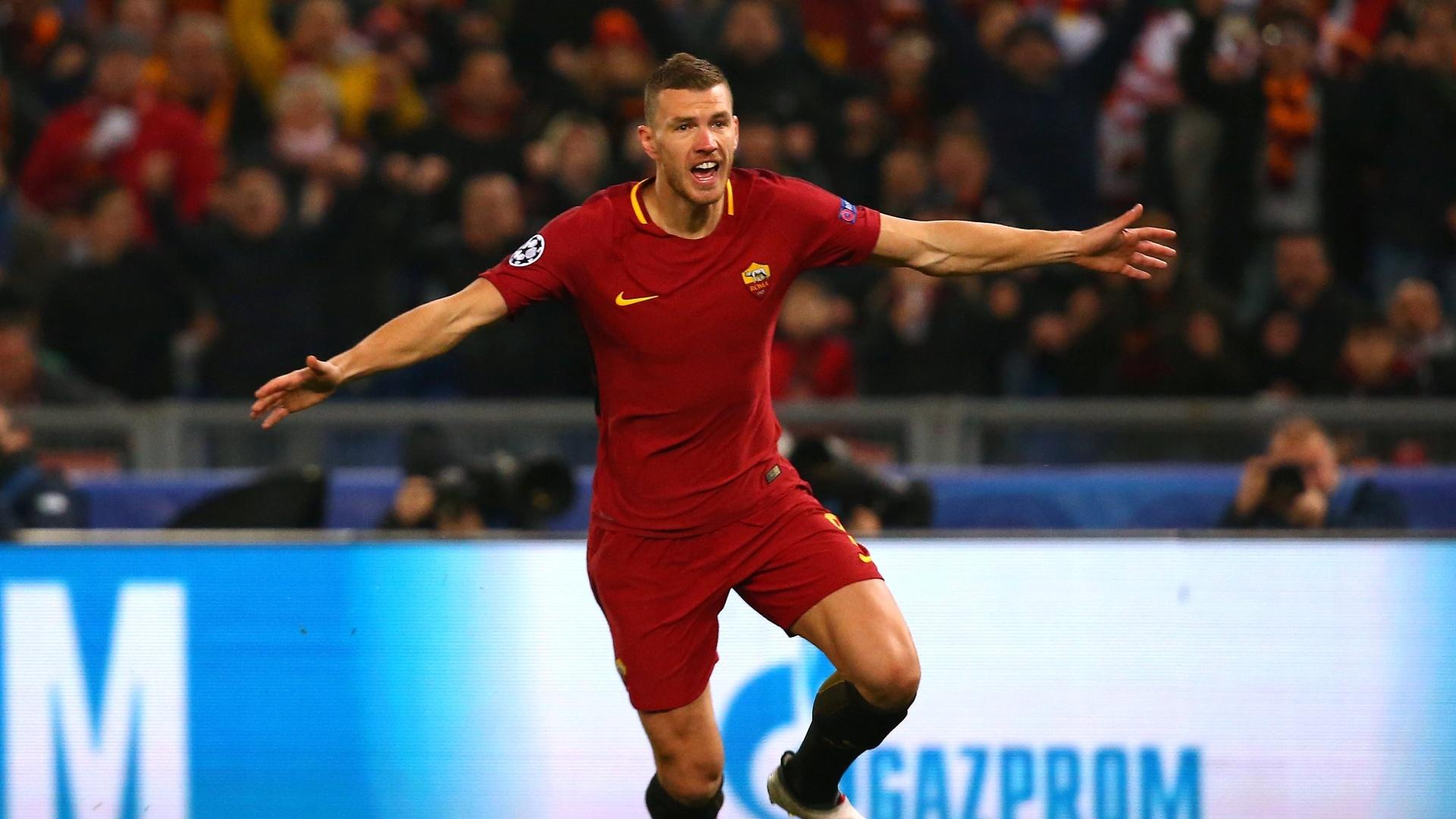 Dzeko comemora gol da Roma contra o Shakhtar