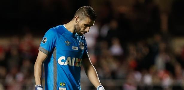 Vanderlei, com virose, passou mal no vestiário e será substituído por Vladimir no gol - Marcello Zambrana/AGIF