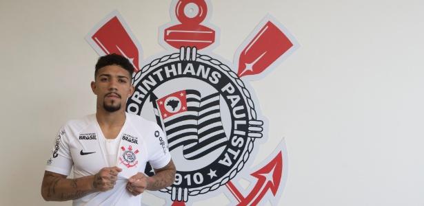 Douglas, de 21 anos, chega ao Corinthians para disputar a vaga deixada por Maycon - Daniel Augusto Jr. / Ag. Corinthians