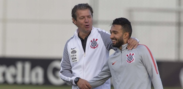 Clayson é novamente titular do Corinthians após Pedrinho ser barrado