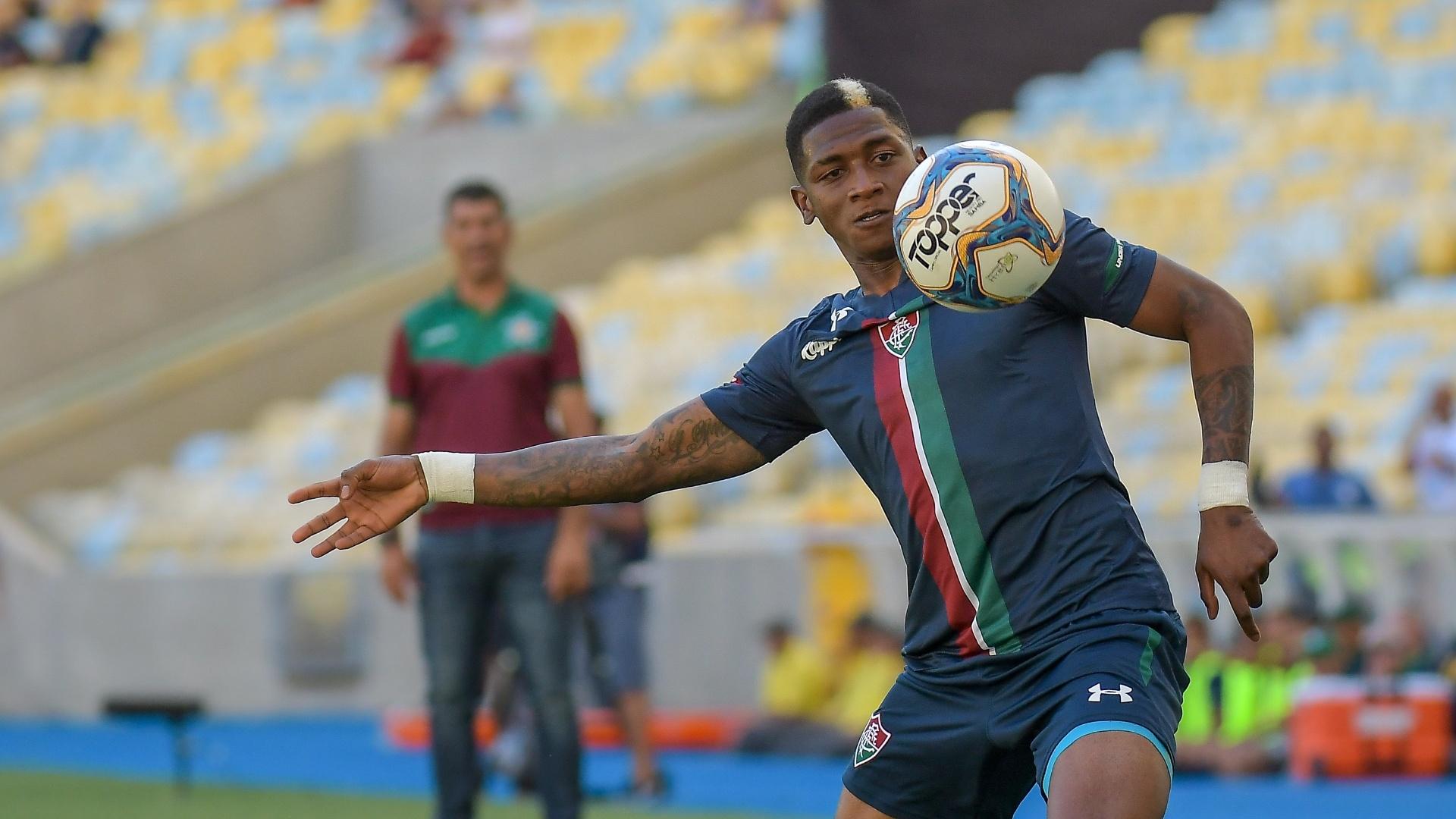 Yony González em ação pelo Fluminense contra a Portuguesa-RJ