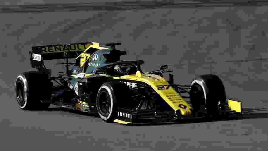 Nico Hulkenberg, piloto da Renault, durante os treinos de pré-temporada da Fórmula 1 - REUTERS/Albert Gea