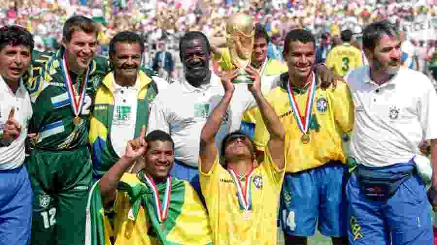 Em 1994, seleção de Romário, Bebeto e Dunga encerrou preocupante jejum de cinco Copas sem título - Neal Simpson/EMPICS via Getty Images
