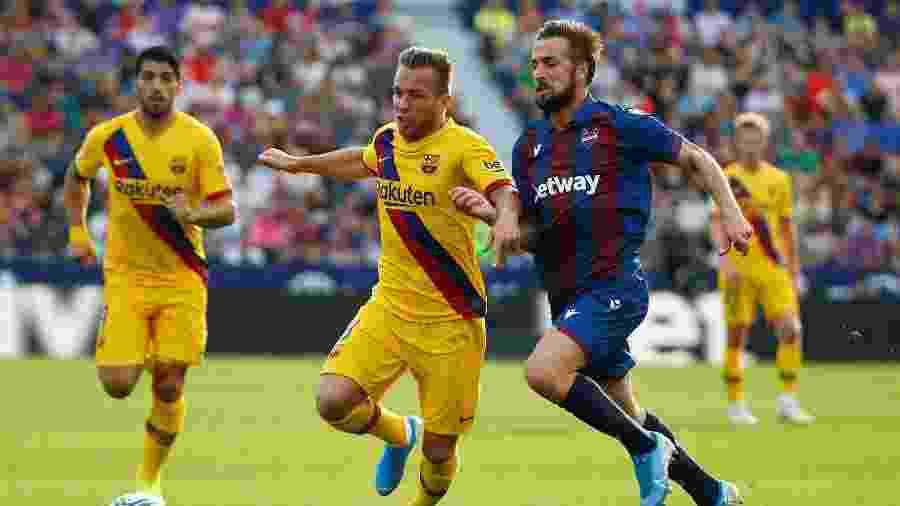 Arthur em ação pelo Barcelona - Javier Barbancho/Reuters