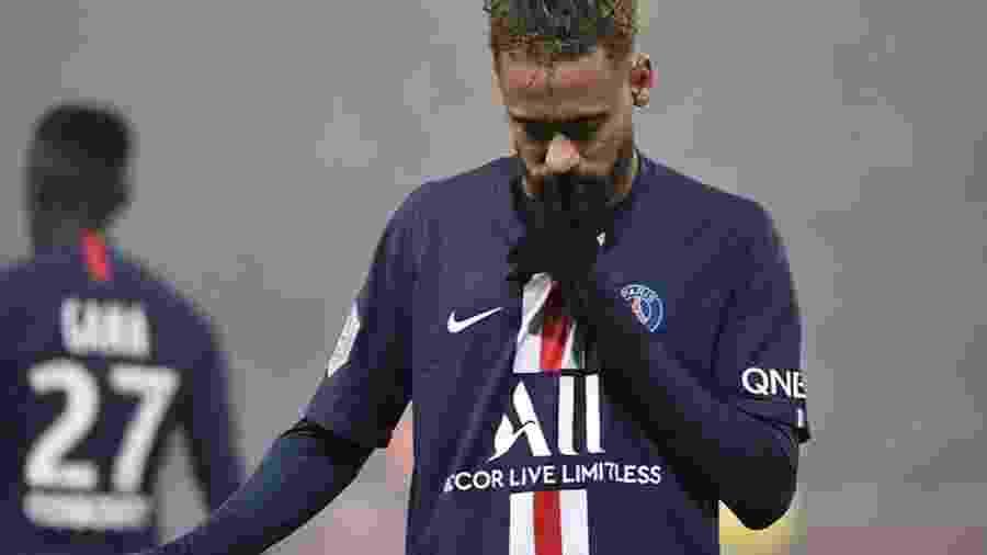 """Neymar comemora gol fazendo gesto de """"silêncio"""" - Reprodução/ Instagram"""