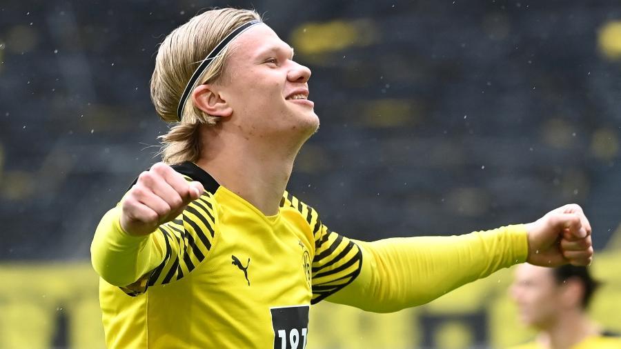 Haaland, do Borussia Dortmund, comemora gol marcado diante do Bayer Leverkusen - Ina Fassbender / Reuters