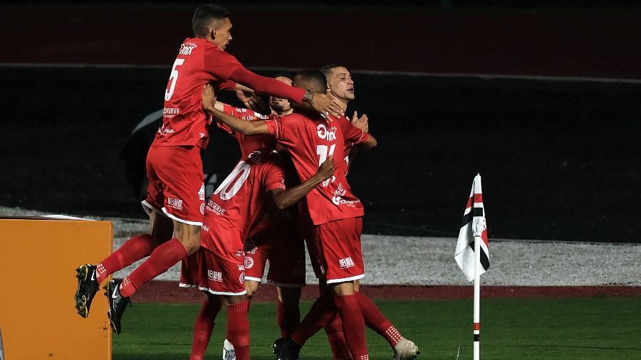 Jogadores do 4 de Julho comemoram gol contra o São Paulo no Morumbi pela Copa do Brasil - Marcello Zambrana/AGIF
