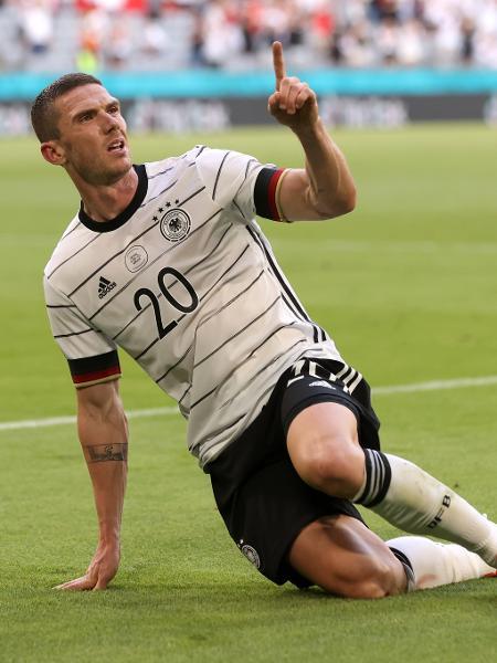 Robin Gosens, da Alemanha, celebra gol diante de Portugal pela Eurocopa - Alexander Hassenstein/Getty Images
