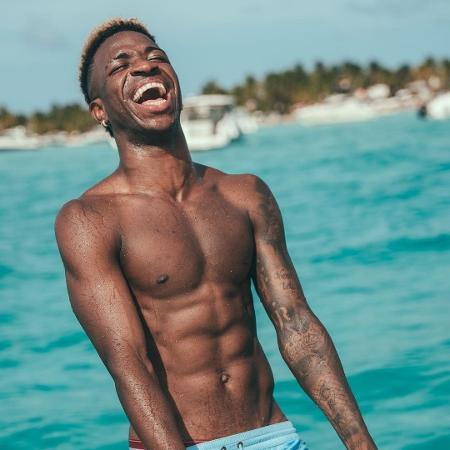 Vini Jr curte férias e físico impressiona - Reprodução/Instagram