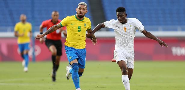 Brasil na Olimpíada   Costa do VARfim? Expulsão de Douglas Luiz é questionada