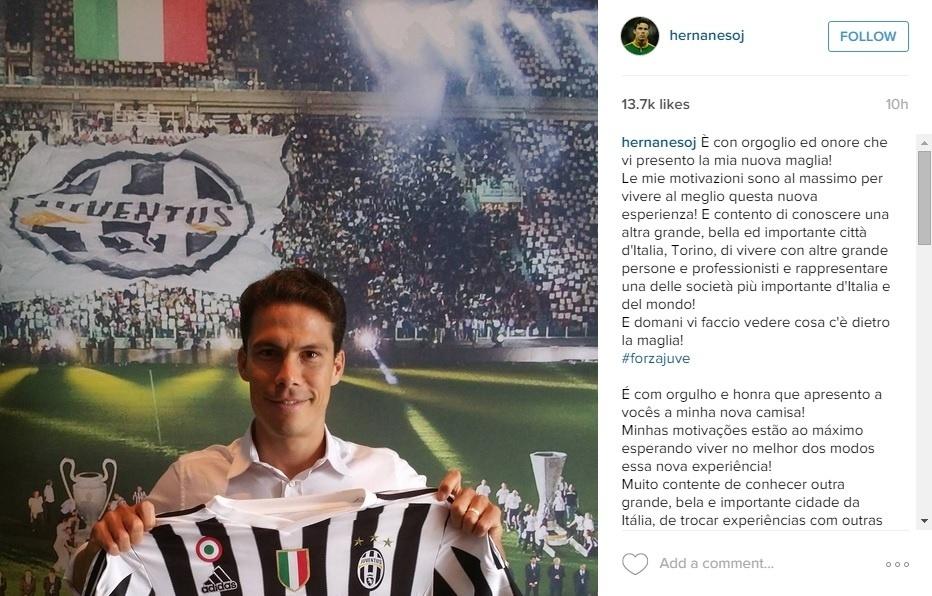 Hernanes posa com a camisa da Juventus