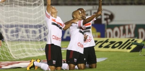 Jogadores do Botafogo comemoram vitória sobre a Ferroviária