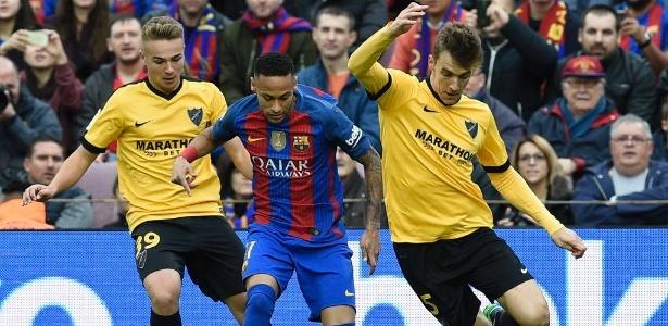 Neymar foi caçado em campo contra o Málaga - AFP PHOTO / LLUIS GENE