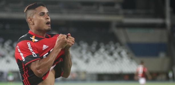 O meia Everton comemora o gol marcado pelo Flamengo na vitória sobre o Botafogo