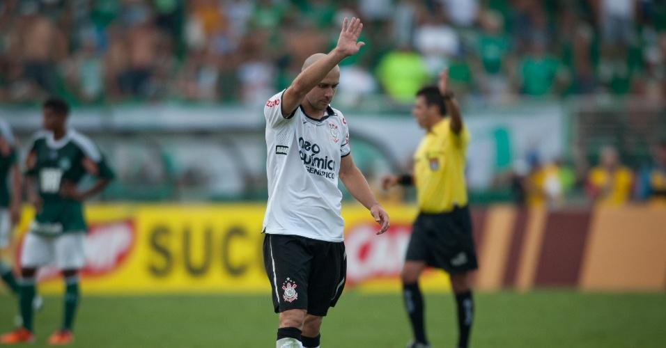 Alessandro celebra gol marcado contra o Palmeiras no Paulista 2011