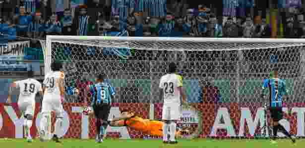 Luan desperdiça pênalti contra o Guaraní pela Copa Libertadores - Jeferson Guareze/AGIF - Jeferson Guareze/AGIF