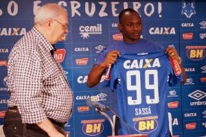 Atacante assinou um contrato de quatro anos e vestirá e camisa 99 do Cruzeiro