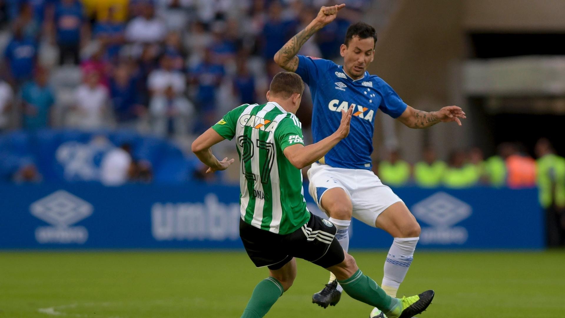 Cruzeiro e Coritiba se enfrentaram no Mineirão