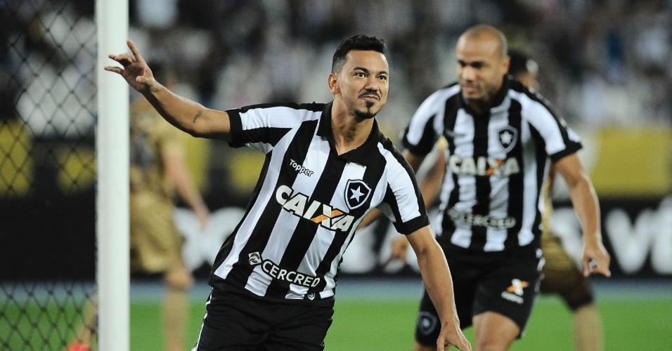 Rodrigo Lindoso abriu o placar para o Botafogo contra o Sport no Engenhão