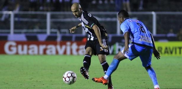 Dudu, lateral direito do Figueirense, em partida da Série B deste ano