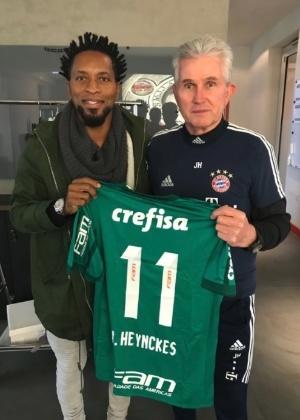 Zé Roberto dá camisa do Palmeiras para Jupp Heynckes, técnico do Bayern de Munique