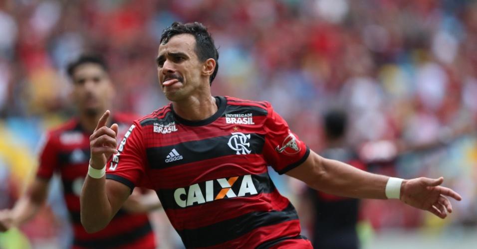 Henrique Dourado comemora o gol da vitória do Flamengo por 1 a 0 sobre o Cruzeiro