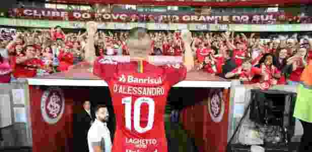 """D""""Alessandro comemora com a torcida do Inter vaga direta na Libertadores de 2019 - Ricardo Duarte/Inter"""