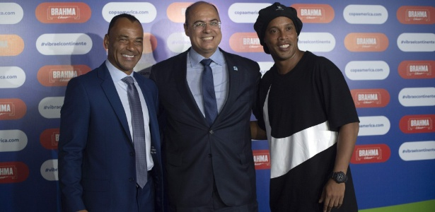 Cafu, Wilson Witzel e Ronaldinho Gaúcho no sorteio da Copa América no Rio de Janeiro - Mauro Pimentel/AFP