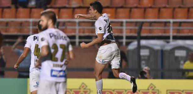 Felipe Aguilar comemora o seu primeiro gol pelo Santos - Ivan Storti/Santos FC