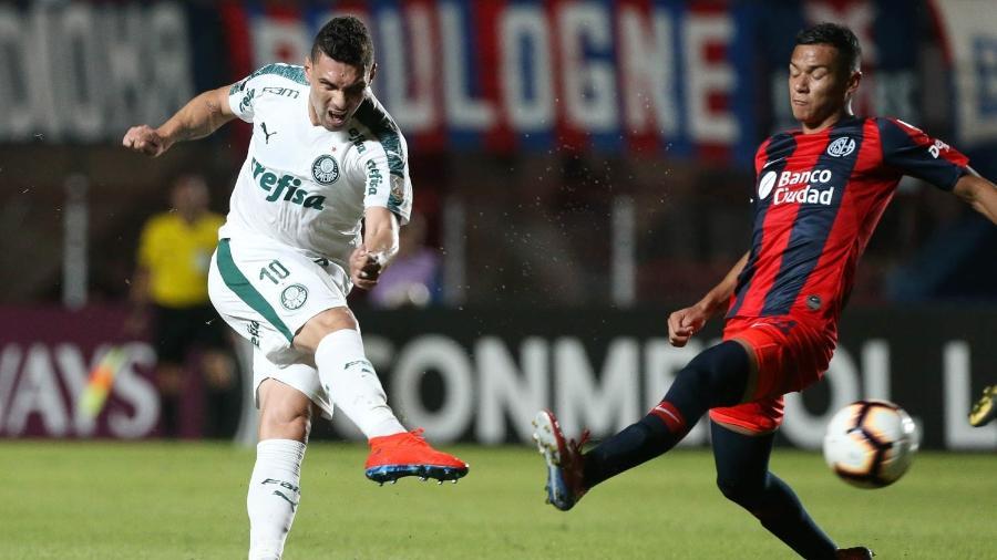 Moisés chuta de fora da área em jogo entre Palmeiras e San Lorenzo - Cesar Greco/Ag. Palmeiras/Divulgação