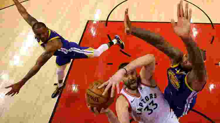 Marc Gasol durante final contra os Warriors - Gregory Shamus/Getty Images/AFP