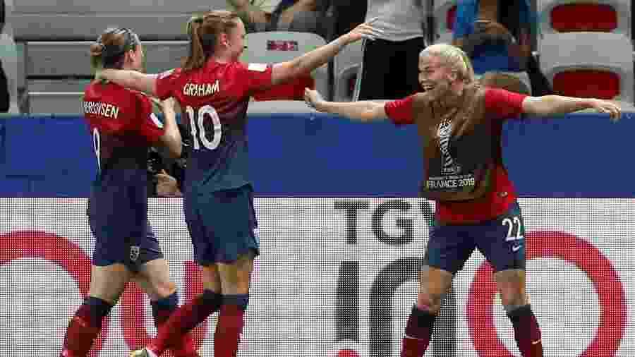 Jogadoras da Noruega comemoram gol contra a Austrália na Copa do Mundo feminina - Eric Gaillard/Reuters