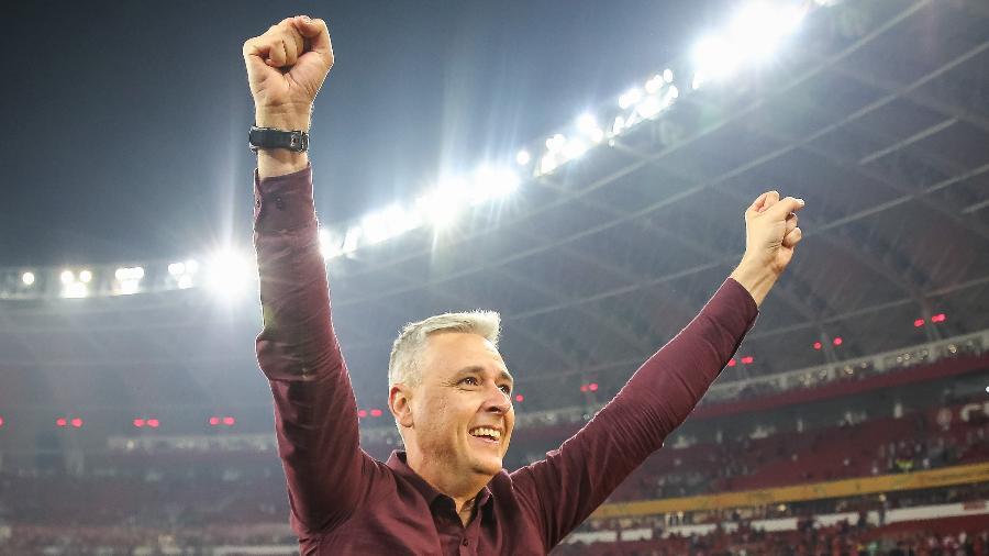 Tiago Nunes, técnico do Athletico-PR, após vencer a Copa do Brasil 2019 - Pedro H. Tesch/AGIF