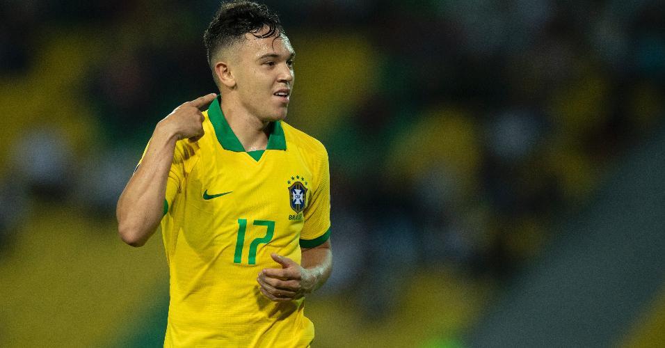 Pepê comemora gol da seleção brasileira contra o Paraguai