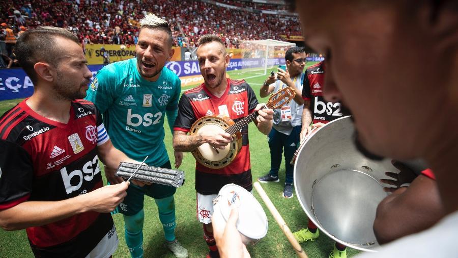 Expectativa positiva: Rafinha puxa a fila por Torrent no Flamengo