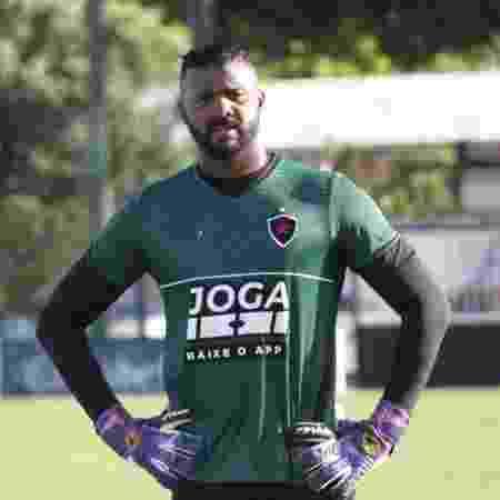 Goleiro Felipe durante treinamento no Botafogo-PB - Nádya Araujo/ Ascom Botafogo-PB