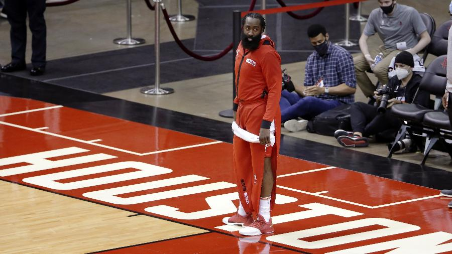 James Harden, antes de jogo da pré-temporada da NBA - Mike Wyke/Pool Photo via USA TODAY Sports
