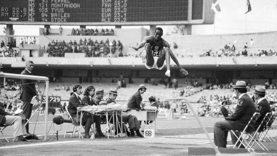 O recorde olímpico do americano Bob Beamon no salto em distância, estabelecido na Cidade do México 1968, dura até hoje. - Getty Images